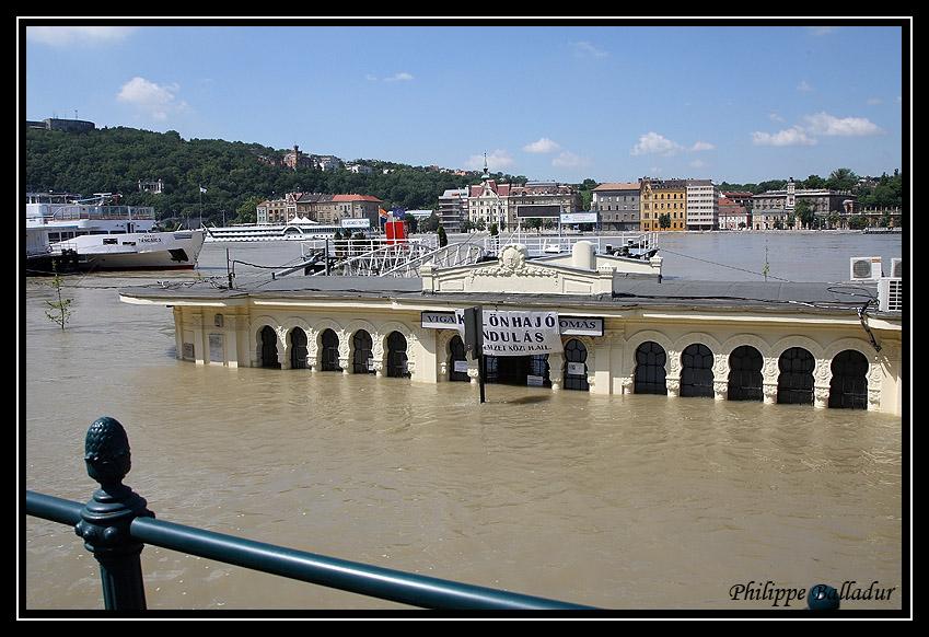 Qui l'eut cru(e) Crue_Duna_Budapest_02