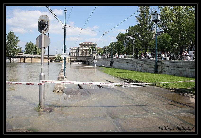 Qui l'eut cru(e) Crue_Duna_Budapest_03