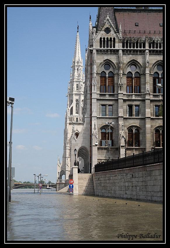 Qui l'eut cru(e) Crue_Duna_Budapest_08